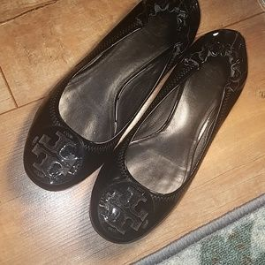 TORY BURCH PATENT LEATHER FLATS